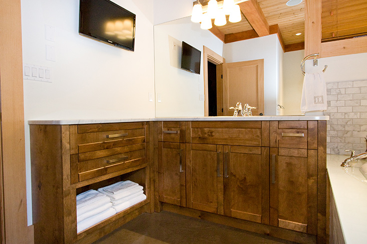 En Suite Bathrooms Rustic: Starline Cabinets